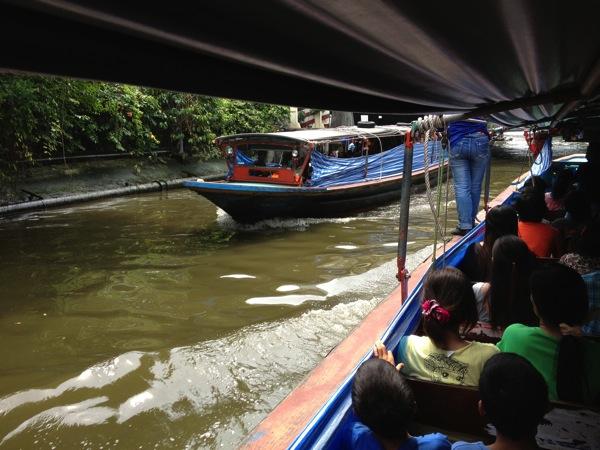 バンコク都民の足 センセープ運河の水上バス