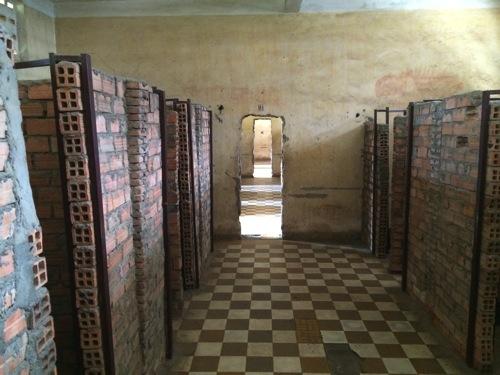 カンボジア 元は収容所だった虐殺博物館に行ってきました