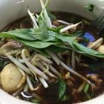 【タイ飯】クアイティアオ・ルア・クルンガオ 豚の血が入ったスープが濃厚