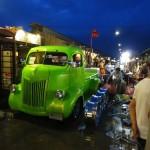 バンコクにあるアメリカンな骨董市場 タラートロットファイ・シーナカリン