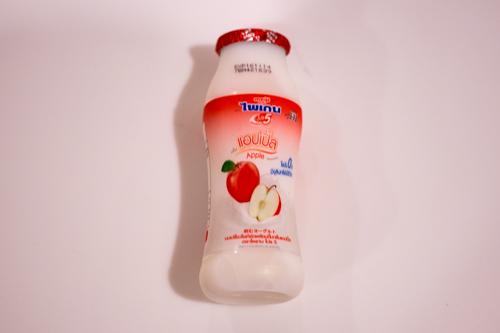 タイMeijiヨーグルトりんご味ドリンク