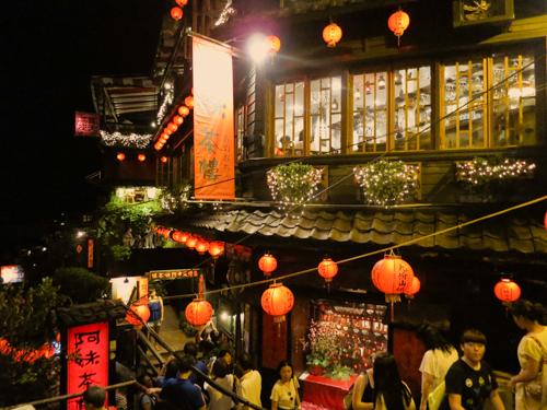台北でのトランジットで、千と千尋の神隠しの世界のような「九份」に行ってみた