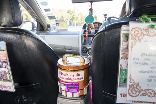 タイ タクシーで募金