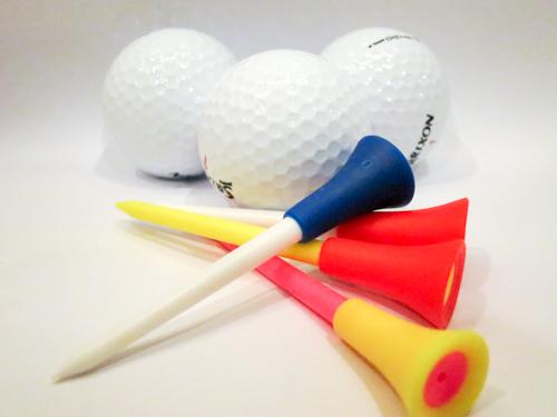 タニヤプラザに売っている1本20バーツのティーは耐久性抜群でボールものせやすい