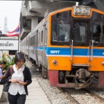 タイ国鉄に乗るときはWebサイトから時刻を確認できる!でも時間通りに来ないぞ!