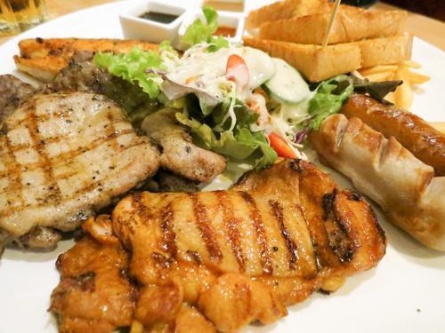 肉が食べたいならココ!399バーツで大満足の肉セットがオススメのラチャテウィーのHungry Nerd