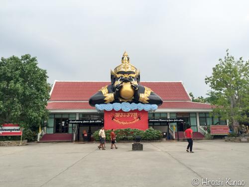 巨大ピンクガネーシャのお寺1