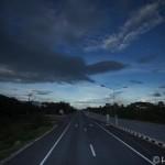 メーソットからバンコクへバスで帰ってきてみた。峠道ガンガン攻めるバスでスリル満点。
