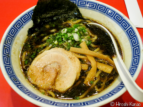 麺屋こうじの大阪ブラック醤油ラーメンを食べてみた。富山ブラックで育ったボクには物足りない。