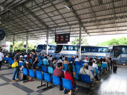 バンコク パタヤ バス 21