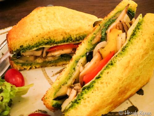 パンプキンサンドイッチが超オイシイ!トンローのカフェ Tiny Cup Cafe トンロー店