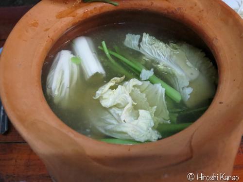 チムチュム食べ方4 野菜を手でちぎっていれる