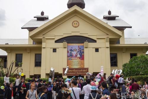 タイの国立大学の卒業式にはリハーサルがある!しかもハンパじゃない盛り上がり!