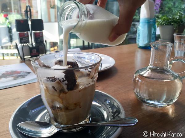 プロンポンのエムカルティエで、カフェにいくならROASTの一択!
