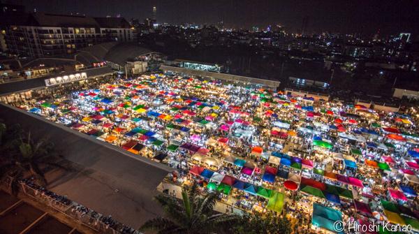 2015年1月 タラートロットファイ ラチャダー バンコク ナイトマーケット 人気スポット 観光 5