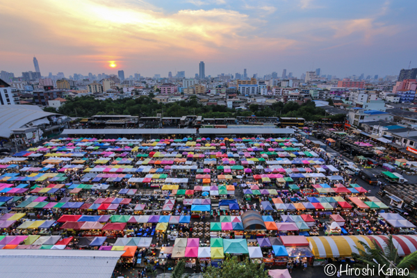 タラート ロットファイ ラチャダー タイカルチャーセンター ナイトマーケット エスプレネード裏 タイ 観光 バンコク 夜景 1