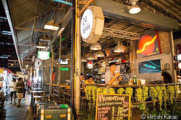 タラート ロットファイ ラチャダー タイカルチャーセンター ナイトマーケット エスプレネード裏 タイ 観光 バンコク 1