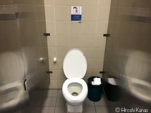 MRT チャトチャック公園駅 トイレ トイレットペーパー 2