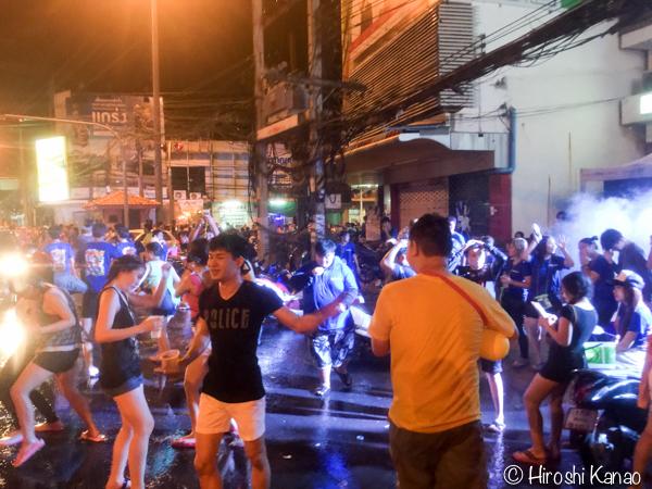 【水かけ祭り】2日目 ウボンの市街へピックアップトラックで参戦