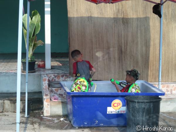 【水かけ祭り】1日目 バンコクよりウボンの方が規制が少なくてやりたい放題