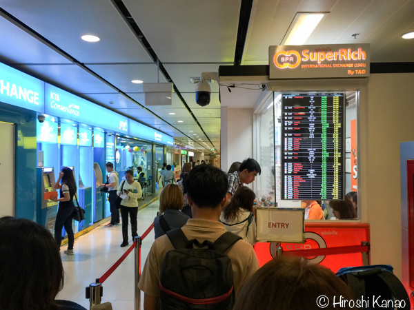 スワンナプーム空港で一番良いレートで両替したいなら、ARLの駅の隣へ行こう!