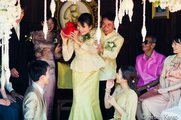 タイ 結婚式 タイ式ウェディング タイ人と結婚 国際結婚 結納金 ゴールド 10